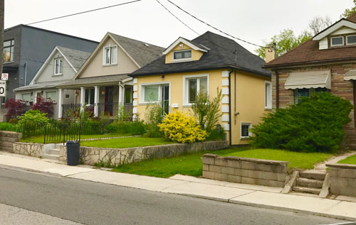 houses in toronto's danforth neighbourhood