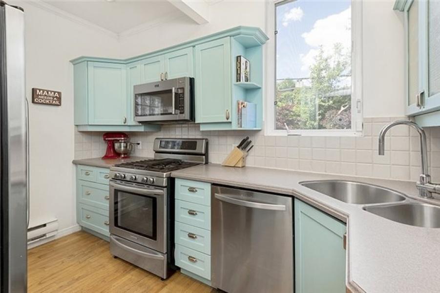 24 Fairview,Toronto,Canada,4 Bedrooms Bedrooms,3 BathroomsBathrooms,House,Fairview,1097