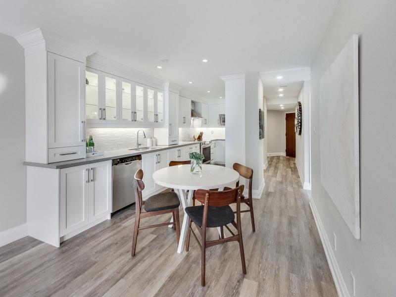 717 Bay,Toronto,Canada,2 Bedrooms Bedrooms,2 BathroomsBathrooms,Condo,Bay,1110