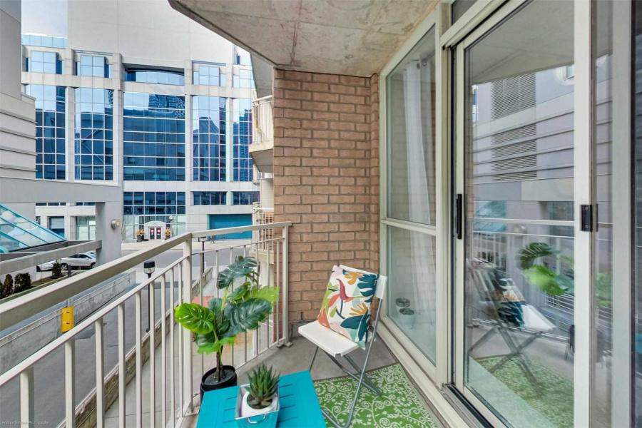 18 Stafford St, Toronto, Canada, 1 Bedroom Bedrooms, ,1 BathroomBathrooms,Condo,Sold,18 Stafford St,1261