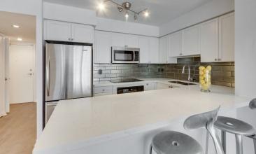 1000 King St. W.,Toronto,Canada,1 Bedroom Bedrooms,2 BathroomsBathrooms,Condo,1000 King St. W.,4,1055