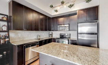 560 Front St W,Toronto,Canada,3 Bedrooms Bedrooms,2 BathroomsBathrooms,Condo,Front St W,1084