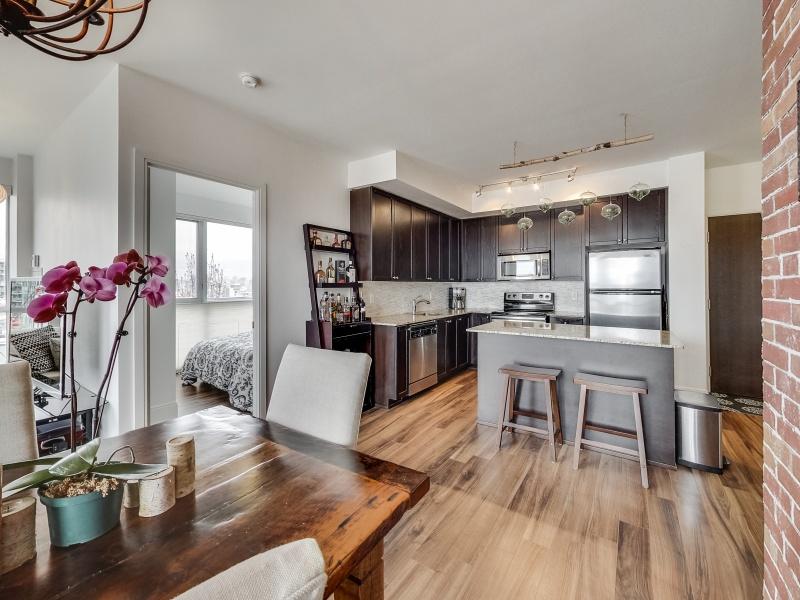 560 Front St W,Toronto,Canada,3 Bedrooms Bedrooms,2 BathroomsBathrooms,Condo,Front St W,1084
