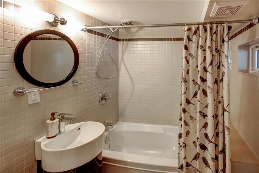 142 Bellwoods Ave,Toronto,canada,Canada,3 Bedrooms Bedrooms,2 BathroomsBathrooms,House,Bellwoods Ave,1085