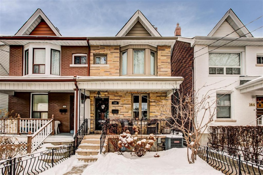 142 Bellwoods Ave,Toronto,canada,Canada,3 Bedrooms Bedrooms,2 BathroomsBathrooms,House,Bellwoods Ave,1085